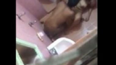 Bathroom me chudai hote pkda