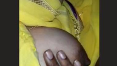 Desi Bhabhi Boobs Show In Saree