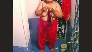 Fat Desi Bhabhi Bathing