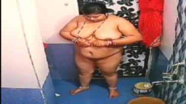 Desi bbw ayesha bathing hidden cam porn