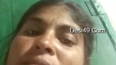 Horny male jerks off watching amateur Desi MILF's webcam XXX show