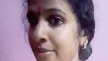 Big boobed Sexy Tamil wife milking her tits