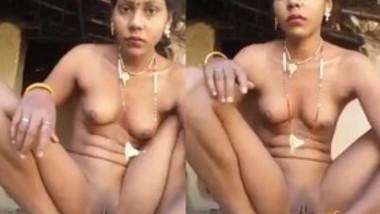 Sexy Village Bhabi Pussy Fingering