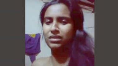 Bangladeshi Girl Showing Boob