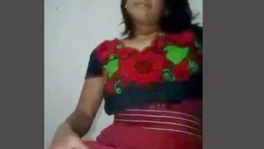 Desi bhabi show her sexy pussy