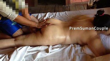 Indian aunty having an erotic ass massage