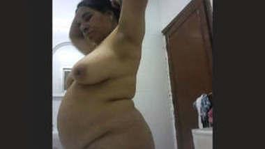 Indian milf aunty show her big boobs
