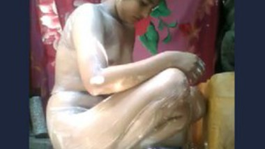 Beautiful girl very hot bath video