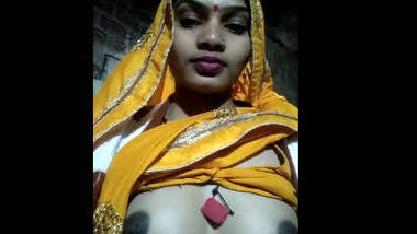 Pubjabi cute wife show her boobs