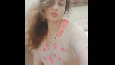 Desi cute wife show her sexy boobs
