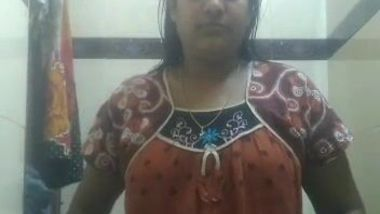 XXX aunty takes her cherry and boobs to light in amateur Indian video
