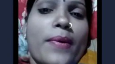 Bhabhi Showing Her Boobs 2