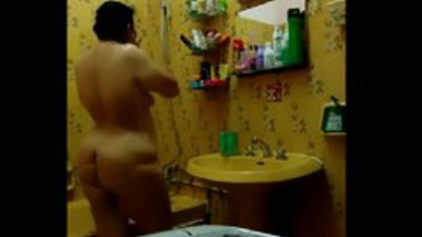 Desi aunty selfie shot nude bath video