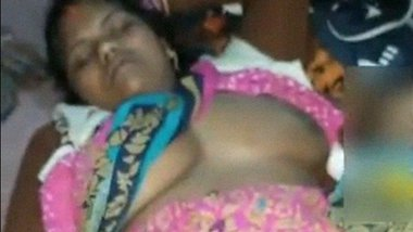 Local desi slut in saree masturbating video