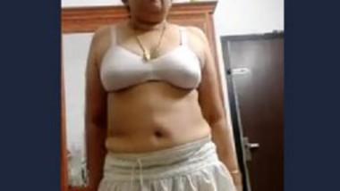 Sxy mallu Aunty Is back