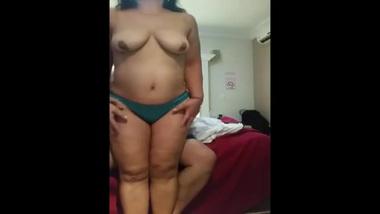 Desi diva in green panties has nothing against posing for XXX video