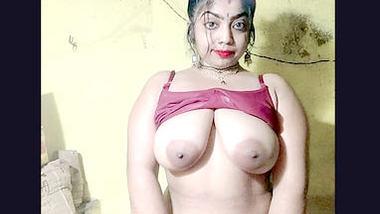 Desi cute face bhabi shwo her hot pussy