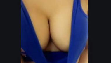 Desi collage girl show her boob bf