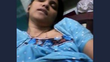 Desi Famous Bank Employee personal videos leaked -6