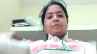 Attractive desi bhabhi striptease porn video