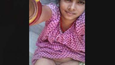 Desi Bhabhi Showing Her Pussy