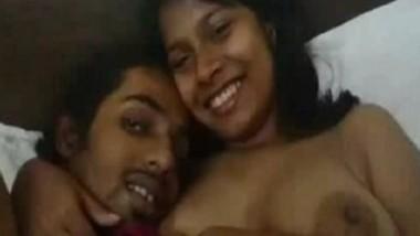 Desi Lovers Selfie Leaked