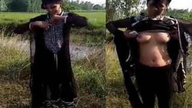 Desi woman went outdoors to perform amateur XXX striptease on camera