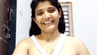 Breast porn – Kamal ki desi ladki showing boobs