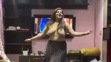 Paki callgirl dance nude for yeh mera dil song