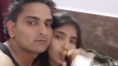 Beer and sex of Desi lovers foreplay MMS