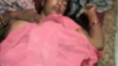 Cunning man films Desi wife's well-groomed vagina when she sleeps