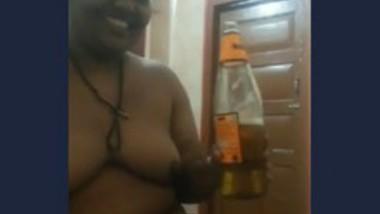 Desi drinking beer n blowjob (old)