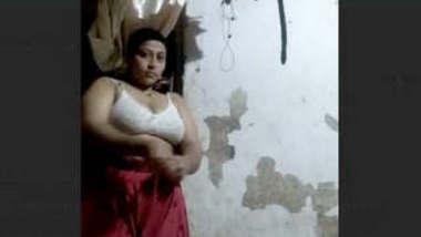 Desi Bhabhi changing video