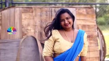 cute plump bhabhi