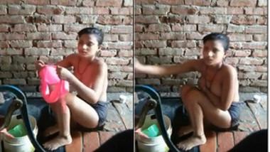 Desi girl isn't afraid of posing naked on XXX camera washing her sex skin