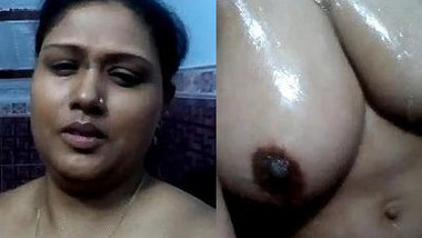 Fat Desi woman with huge XXX hooters records sex clip in bathroom