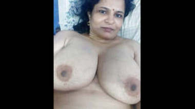 Indian Hot Aunty Boobs Showing