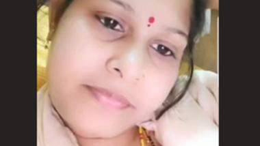 Desi village bhabi shwo her hot ass n pussy on cam