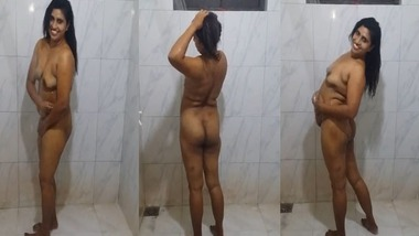 Tight ass Tamil wife bathing naked on cam