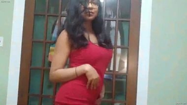 Solo XXX video of the Indian chick with glasses and big boobies