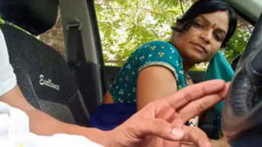 Desi Married Bhabhi Giving Blowjob to Lover in Car Hindi Audio