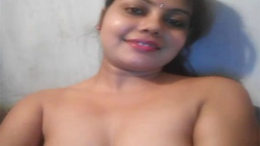 Cute Indian girl fingering video goes hot