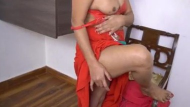 Real Sexy Indian Randi striptease and fingering