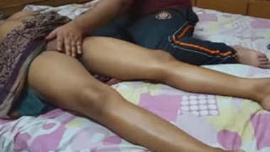 massaging my sudha anni in saree