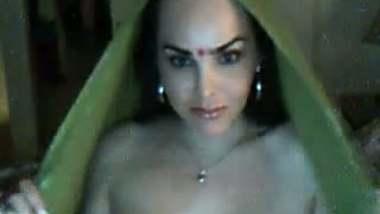 Muslim bhabhi making her first free sex video