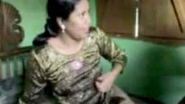 sudha aunty fucking with nxt door guy & gets shocked seeing recorded by frnd