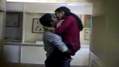 Kerala office aunty getting naughty with colleague on hidden cam