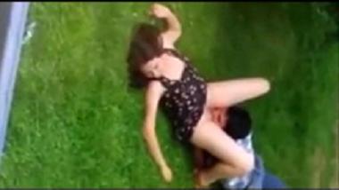 Delhi college girlfriend outdoor oral sex caught by voyeur