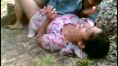 Indian mms scandal of village girl outdoor sex with cousin brother