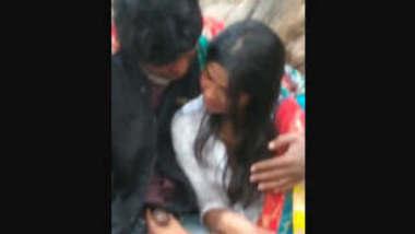 Hot desi girl caught sucking bf cock in park
